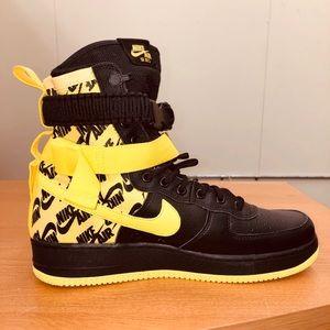 NIKE SF Air Force 1 Dynamic yellow/black sneakers